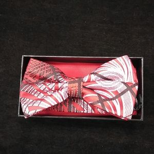 MEN'S STACY ADAMS BOW TIE AND HANKY SET